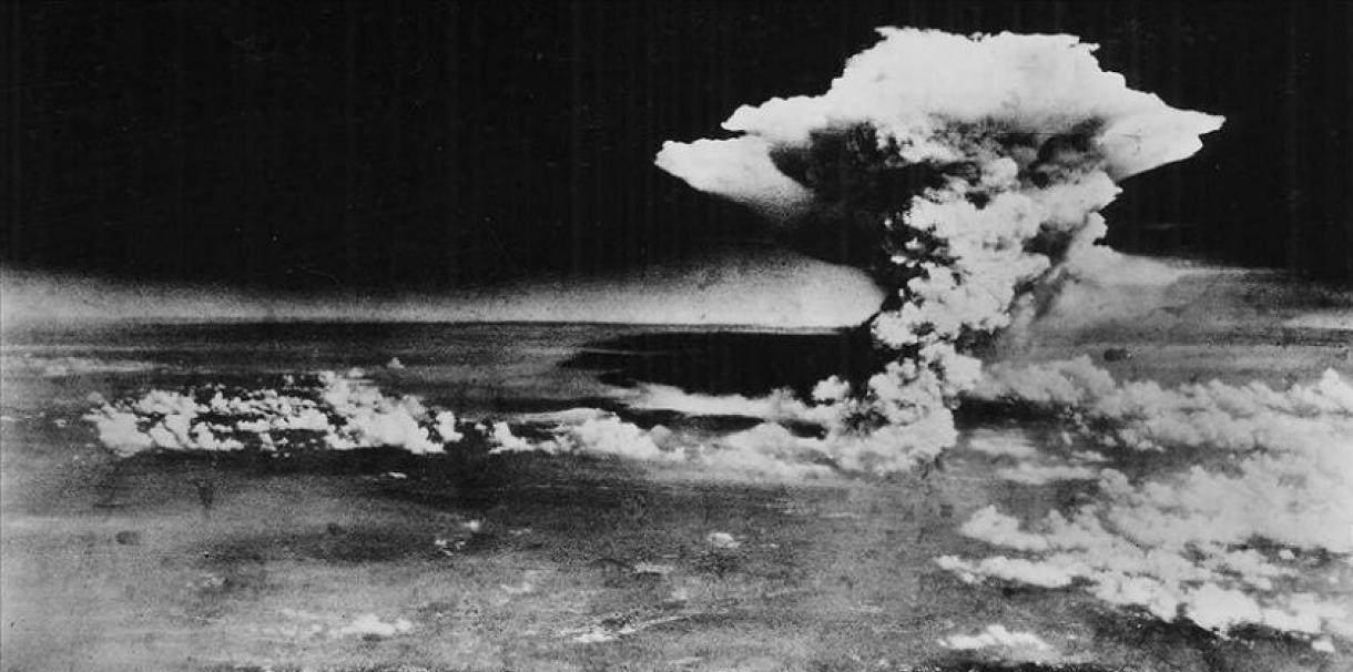 広島・被爆直後の原爆ドーム